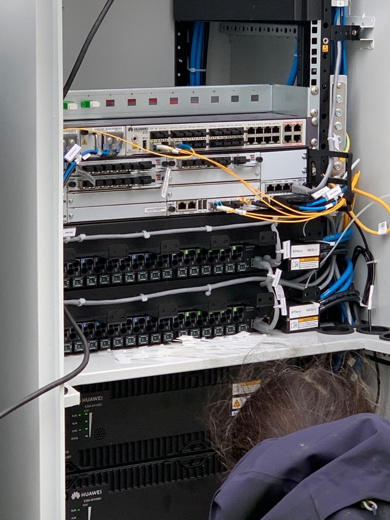 Kast bij een omgebouwde KPN zendmast